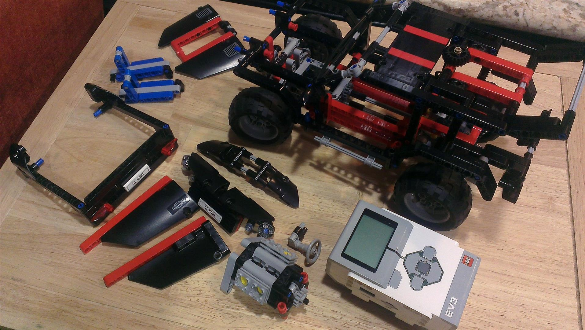 Putting an EV3 into a Lego Technic Cruiser   think simple, live simple