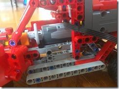 Lego42075-PF-08